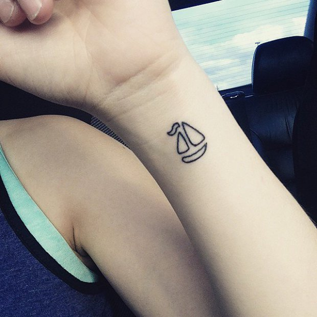 l_1459472c2422f91minimalist_tattoos_t.jpg
