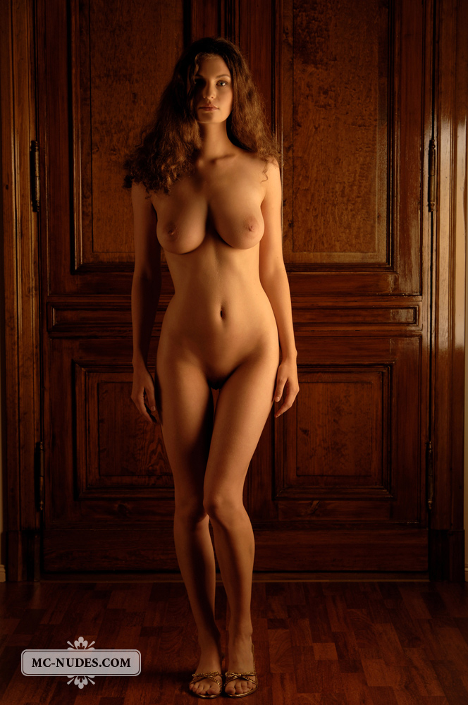 Стройное голое тело фото