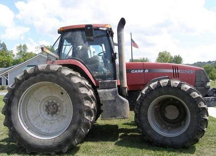 tractor_vs_7_police_cars_02