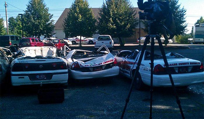 tractor_vs_7_police_cars_05