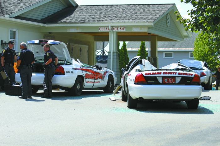 tractor_vs_7_police_cars_09