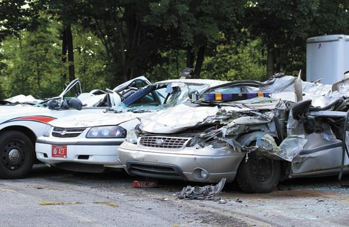 tractor_vs_7_police_cars_10