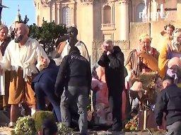 Półnaga aktywistka Femenu chciała ukraść figurkę Jezusa z Watykanu
