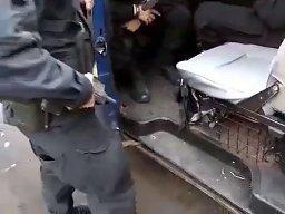Awaryjny sposób odpalania policyjnego samochodu
