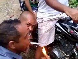 """Jak """"el diablo"""" odpala fajkę?"""