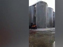 Na północy Włoch w wyniku awarii silosu na zewnątrz wyciekło 30 tys. litrów prosecco
