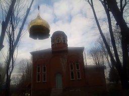 Nasadzanie nowej kopuły na cerkiew