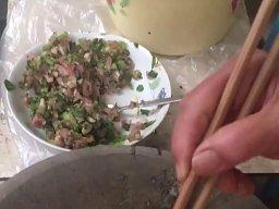 Chińskie pierożki robione w błyskawicznym tempie